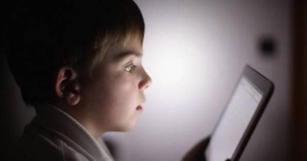 Calmas a tu hijo con un celular o una tablet: Enterate del daño que esto produce
