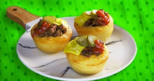 Unos ricos muffins de cheeseburger hechos por ti mismo