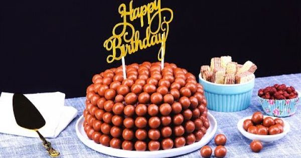 Atrae miradas con un pastel de chocolate y su crujiente cobertura
